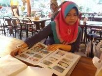 browsing menu at Lemongrass
